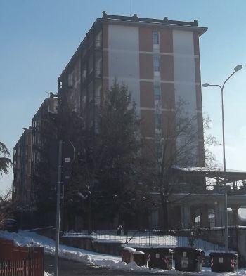 Via Togliatti, il condominio dove abitava l'ex tassista