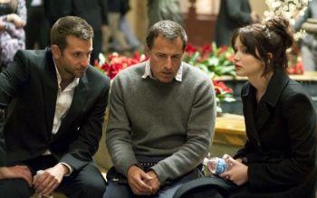 Il regista David Russel con i due protagonosti in una scena del film