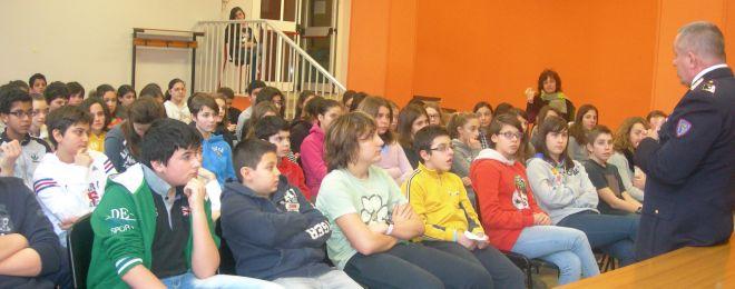 Gli studenti del Valenziano mentre ascoltano il comandante Trovò