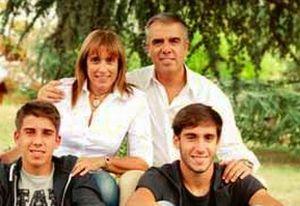 Gianluca Bardone con moglie e figli