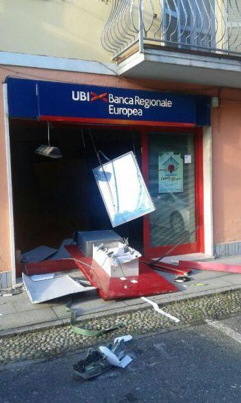 Il bancomat divelto