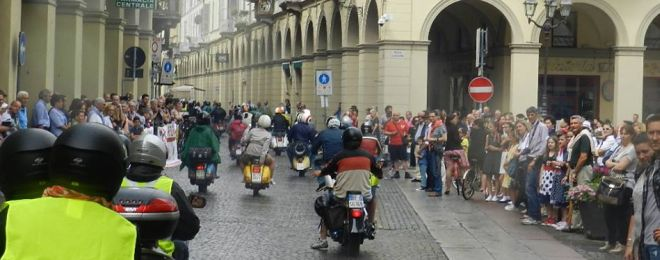 Un momento del raduno in piazza Duomo