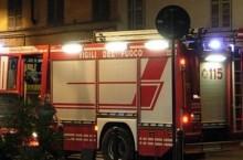 Tortona, bruciano tende da sole in piazza Porta Ticinese e coppi pericolanti poco distante