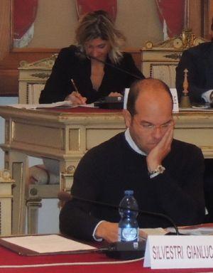 L'assessore Gianluca Silvestri e dietro Simona Ronchi
