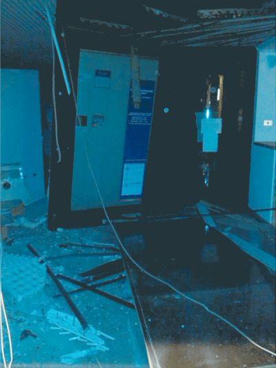 L'interno della banca dopo il colpo