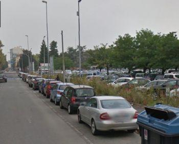il parcheggio in cui è stato trovato il cadavere dell'iomo