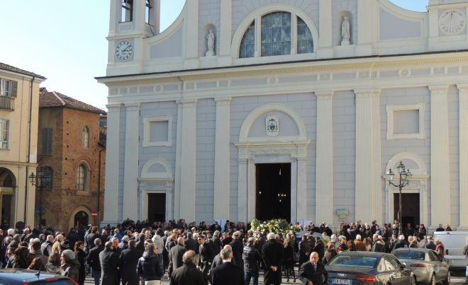 tanta gente è rimasta fuori, in Duomo non c'è più posto