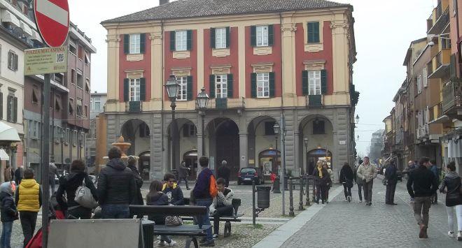 Tortona, da tempo vendevano droga ai minorenni in piazza Malaspina i Carabinieri bloccano lo spaccio