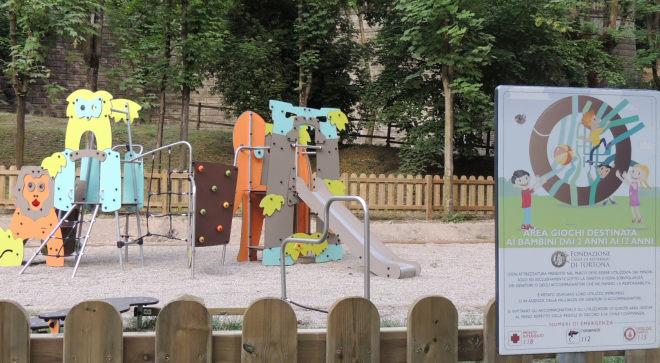 Anche Tortona costretta a chiudere le aree gioco per bimbi ma qualcuno protesta…