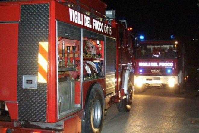 Brucia il tetto di una casa a Bassignana, evacuate due famiglie