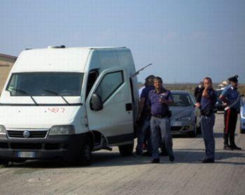 Ad Alessandria una banda assalta il furgone portavalori della Securpol, spavento per un vigilantes