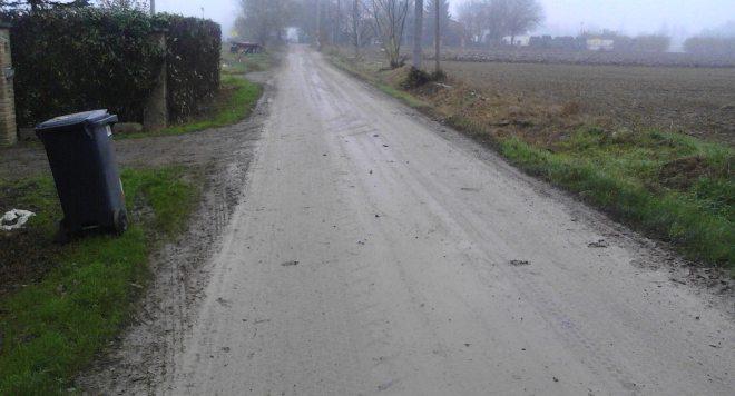 Strada Viscarda alla frazione Passalacqua di Tortona é in condizioni disastrose……