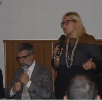 Un momento preso la sala Romita con  Bardone che si aggiusta la cravatta (Foto: provincia di Alessandria)