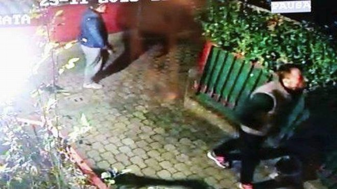 A Viguzzolo i ladri filmati mentre svaligiano un appartamento. Le immagini
