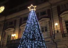 Rita Rossa é stata di parola: installato  il nuovo albero di Natale. Ecco la foto