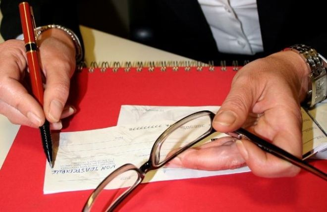 Donna tortonese di 44 anni truffa un anziano di Castelnuovo Bormida rubandogli 5 mila euro