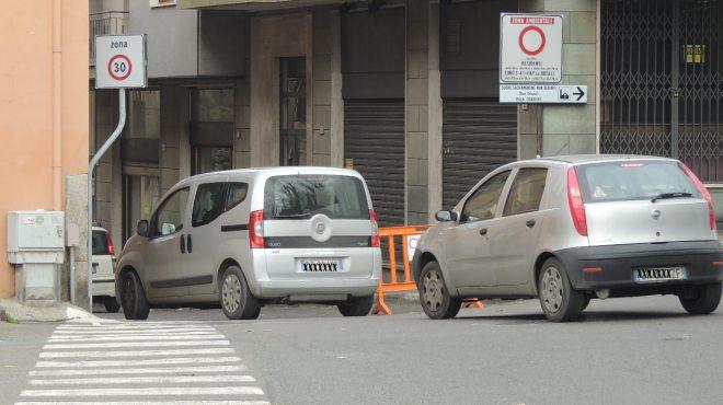 Due auto entrano in via Sarina