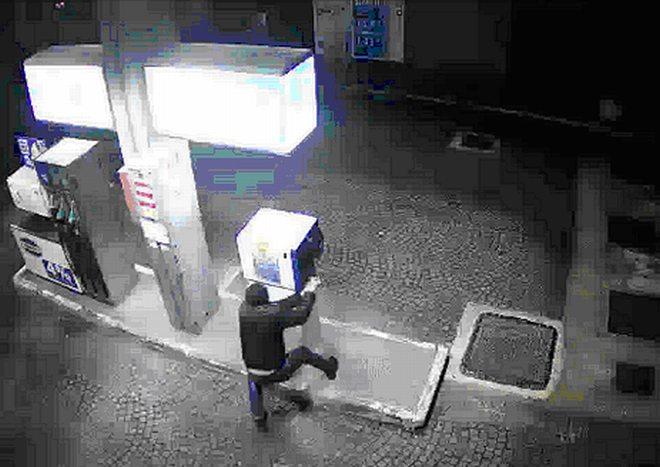 L'Unità gamma di Tortona sventa un furto al distributore di benzina. Ecco il ladro