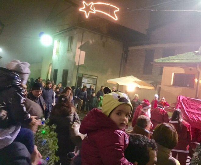 Oltre 400 bambini al Natale organizzato dalla Soms di Vho. Le immagini