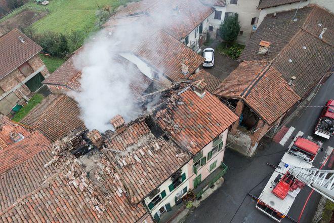 Le immagini dell'incendio a San Cristoro,colpa della canna fumaria
