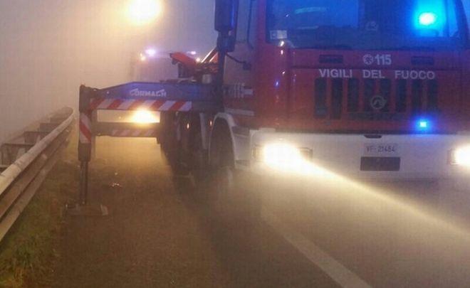 """Tortona, due incidenti per la nebbia, fra cui un """"frontale"""" fra due auto"""
