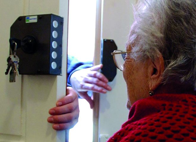 """La Polizia lancia l'allarme: """"Anziani attenti alle truffe, ecco alcuni consigli"""""""