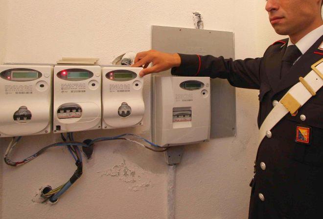 Due marocchini di Alessandria rubano energia elettrica, denunciati