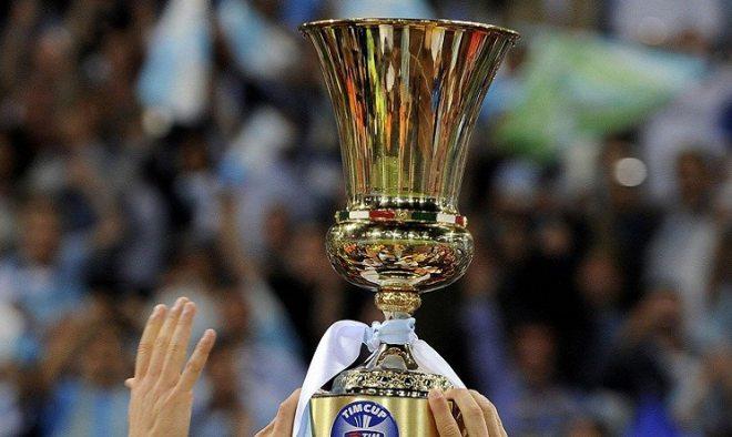 Maxischermo in piazza Duomo per la partita Milan-Alessandria di Coppa Italia
