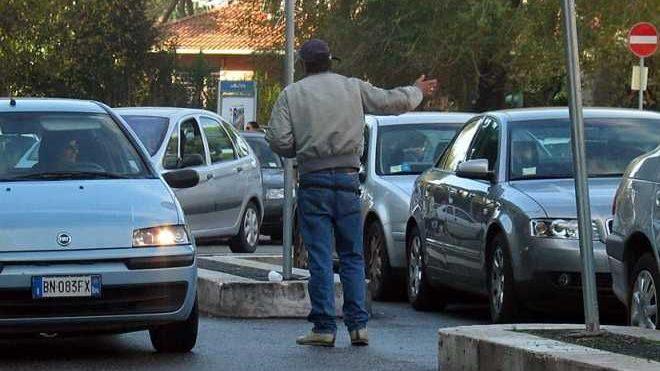 Parcheggiatore abusivo marocchino denunciato dalla Polizia di Alessandria