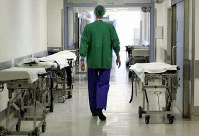 """L'ospedale di Tortona fa paura, sembra il set di """"Shining"""" con lunghi corridoi deserti e….."""