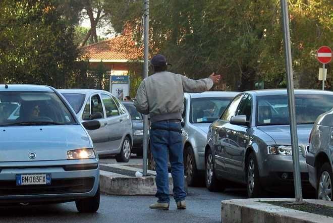 Parcheggiatori abusivi e vandali nel mirino di Forza Nuova