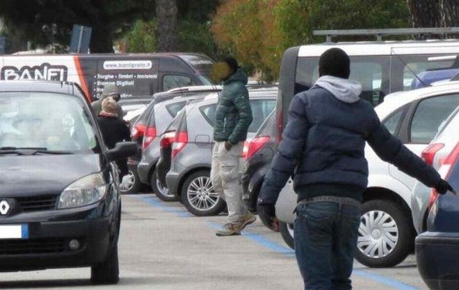 La Polizia di Alessandria arresta un parcheggiatore abusivo nei pressi dell'ospedale civile