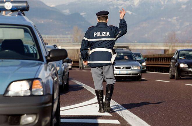 Pullman gita scolastica fermato dalla Stradale di Acqui Terme perché l'autista non ha i requisiti