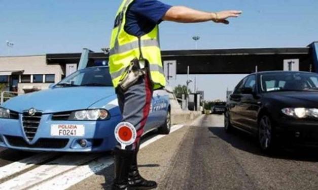 La Polstrada di Ovada arresta due algerini che col trucco della cartina avevano rubato in un'auto ferma all'autogrill