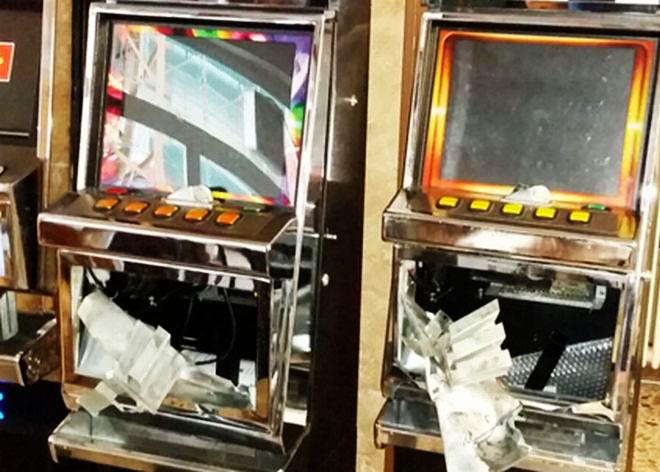 Alessandria, finge la rapina al suo bar per rubare mille euro dai Videopoker