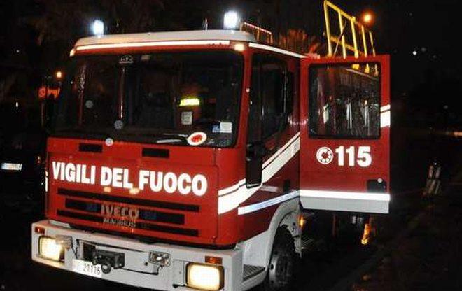 Fiamme nella notte in un'abitazione a Fraconalto, due famiglie  evacuate