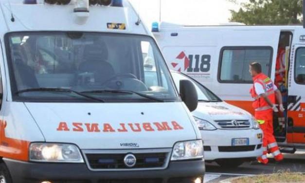A San Bartolomeo un giovane si schianta contro un furgone, ricoverato in ospedale