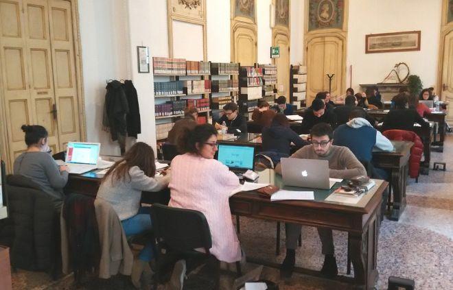 Cambia l'orario alla Biblioteca di Casale Monferrato