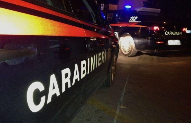Tortona, un camion sbanda sulla statale e il container finisce a terra. Intervengono i carabinieri