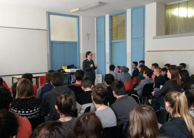 A Casale e Alessandria due incontri della Finanza con gli studenti delle superiori