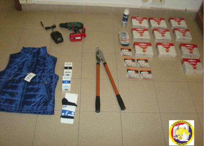 I carabinieri di Acqui arrestano un ladro seriale, sequestrando molti oggetti