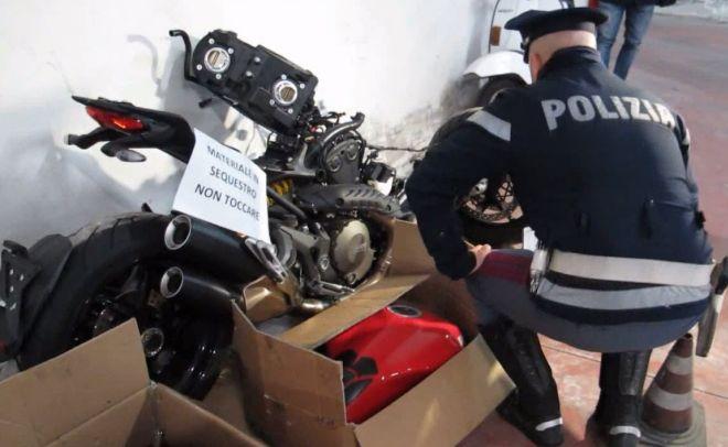 Ovada, la Polstrada arresta 5 corrieri di moto rubate e recupera 20 veicoli