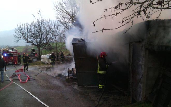 Concluso l'incendio a Borghetto Borbera, morto un cane, ferito il proprietario