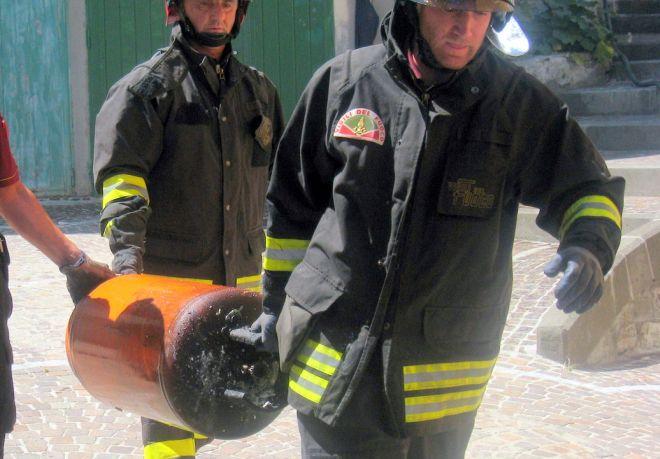 Un bombola che perde rischia di provocare un'esplosione in un palazzo a Novi Ligure