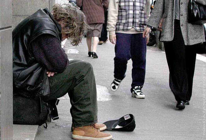 Ecco l'Italia di oggi, dove molti immigrati stanno bene e tanti italiani fanno la fame…….