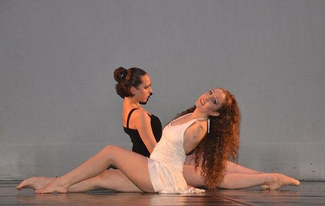 A Tortona lunedì danza gratis la ballerina senza braccia Simona Atzori