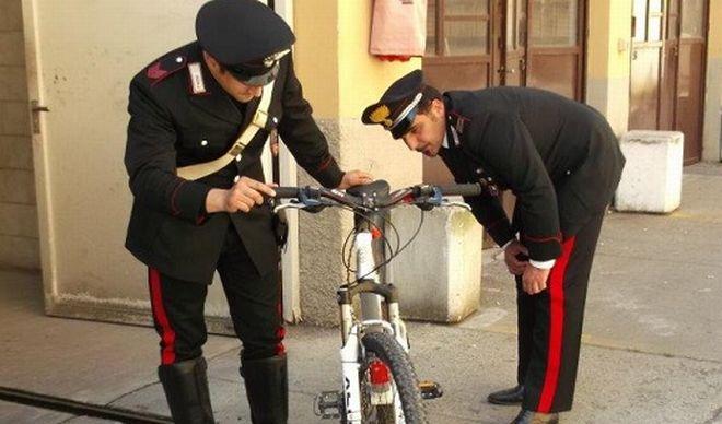 Alessandrino di 15 anni ruba la bicicletta ad un carabiniere, arrestato