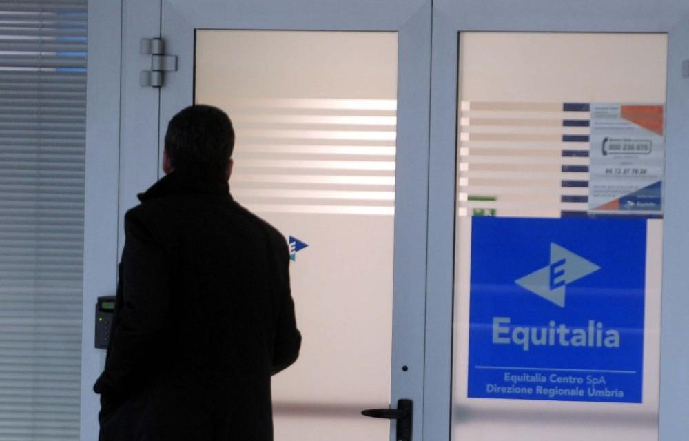 I genitori tortonesi non pagano le rette, il Comune in credito di 3.400 euro si rivolge ad Equitalia