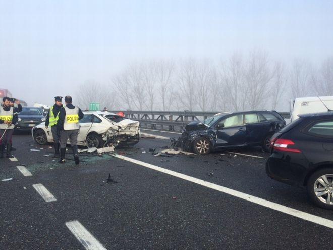incidente 7 auto - 2L