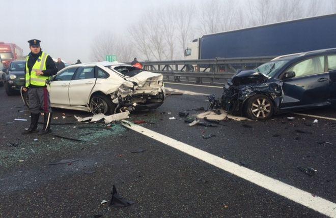 Tamponamento sull'A/21, con 7 auto coinvolte e 6 feriti. Le immagini